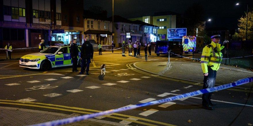 Londra'da polis karakoluna saldırı girişimi