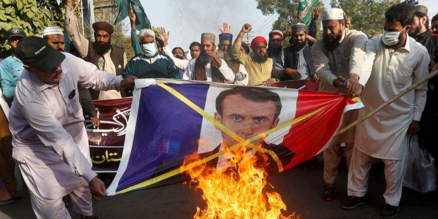 Macron, tepkileri azaltmak için kıvranıyor