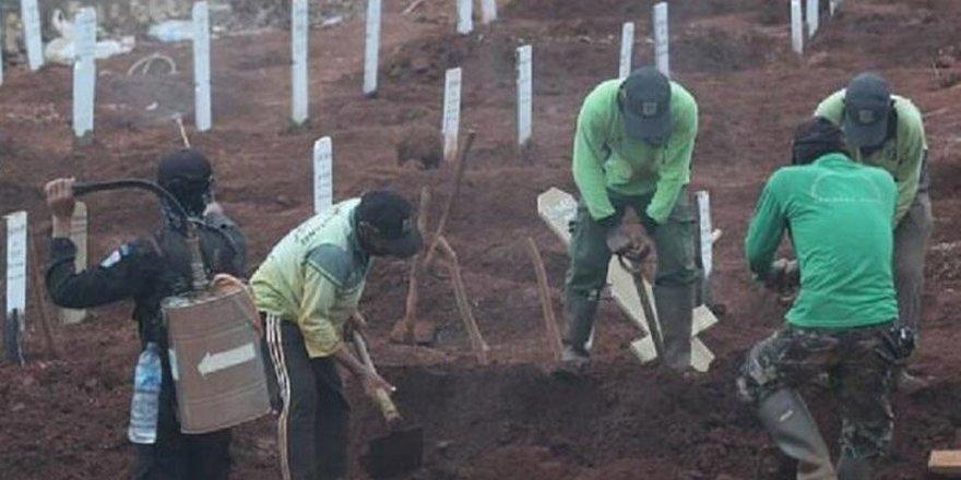 Maske takmayanlara ceza: Koronavirüsten ölenlerin mezarı kazdırıldı