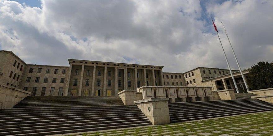 Meclis merdivenlerinden düşen Meral Beştaş'ın kolu kırıldı