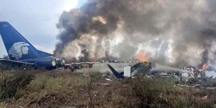 Meksika'da askeri uçak düştü,6 kişi hayatını kaybetti!
