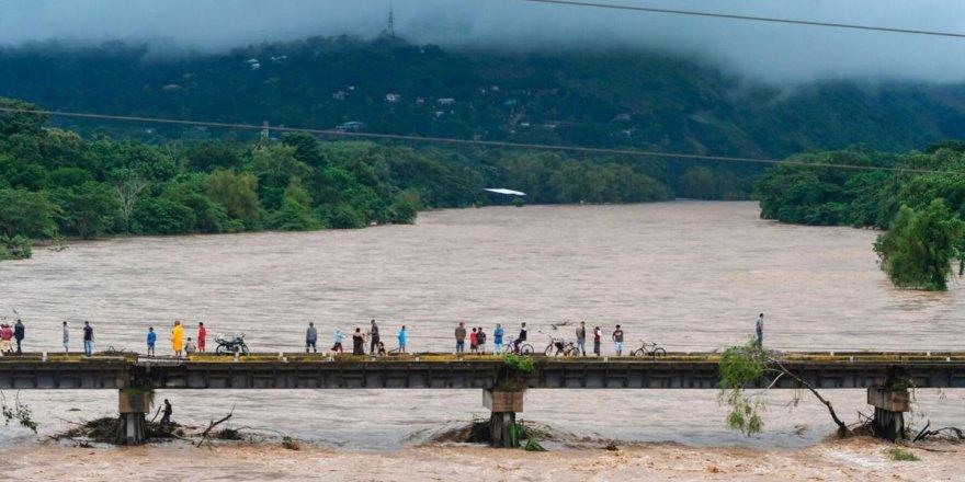 Meksika'yı vuran Eta Kasırgası'nda şu ana kadar 20 kişi öldü
