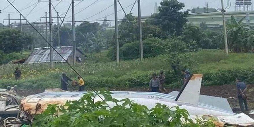 Myanmar'da askeri uçak kazası: 13 ölü, 16 yaralı