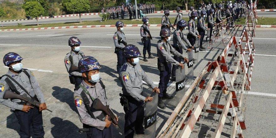 Myanmar'da darbe: Ordu, yönetime el koyduğunu ve 1 yıl boyunca ülkeyi yöneteceğini duyurdu!