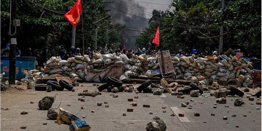 Myanmar'ın devrik lideri Suu Çii askeri hâkim karşısında
