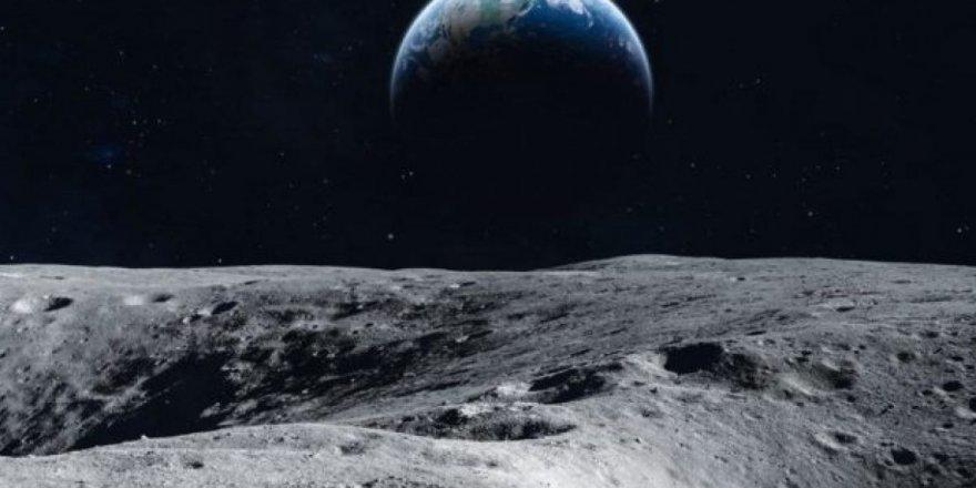 NASA, Ay'da su keşfetti