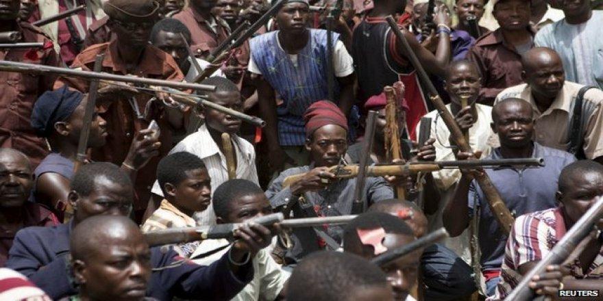 Nijerya'da bir köyü basan silahlı grup 21 kişiyi kaçırdı