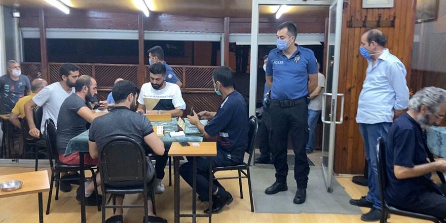 Okey oynatılan kahvehaneye polis baskını!