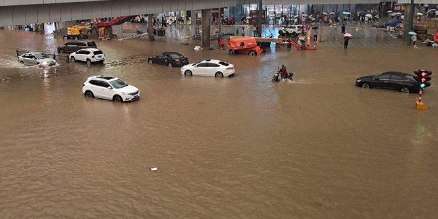 Pakistan'da aşırı yağışlardan kaynaklanan afet ve kazalarda ölenlerin sayısı 18'e çıktı