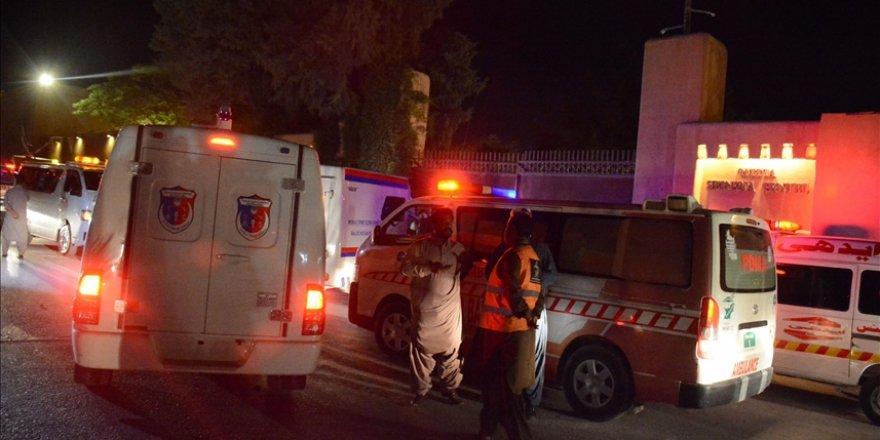 Pakistan'da bir otelin otoparkında patlama: 4 kişi ölü, 12 kişi yaralı