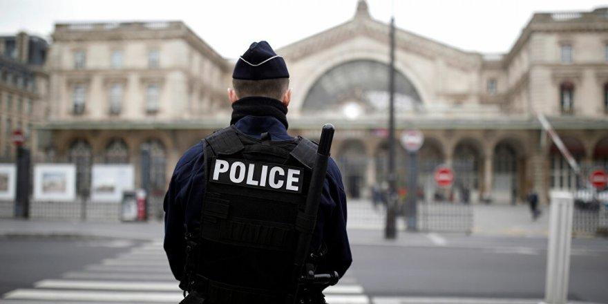 Paris'teki bıçaklı saldırıyla ilgili 7 gözaltı
