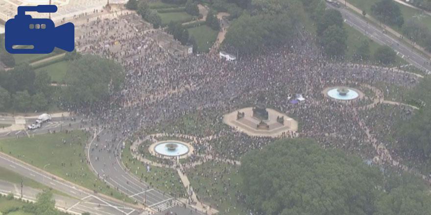 Philadelphia'da binlerce insan kent merkezinde yürüyüşe geçti