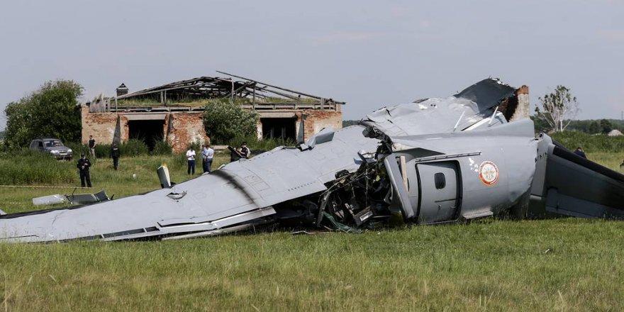 Rusya'da paraşüt sporcularını taşıyan uçak kaza yaptı: 9 kişi öldü