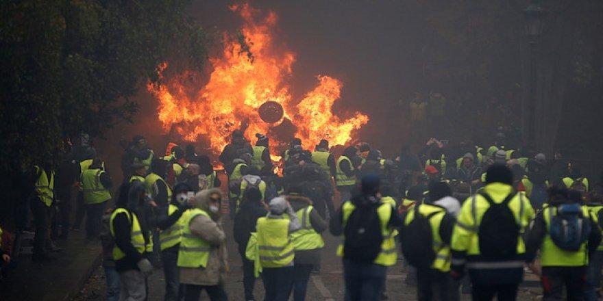 Sarı Yelekler aylar sonra sokaklara indi, Paris'te 256 kişi gözaltına alındı