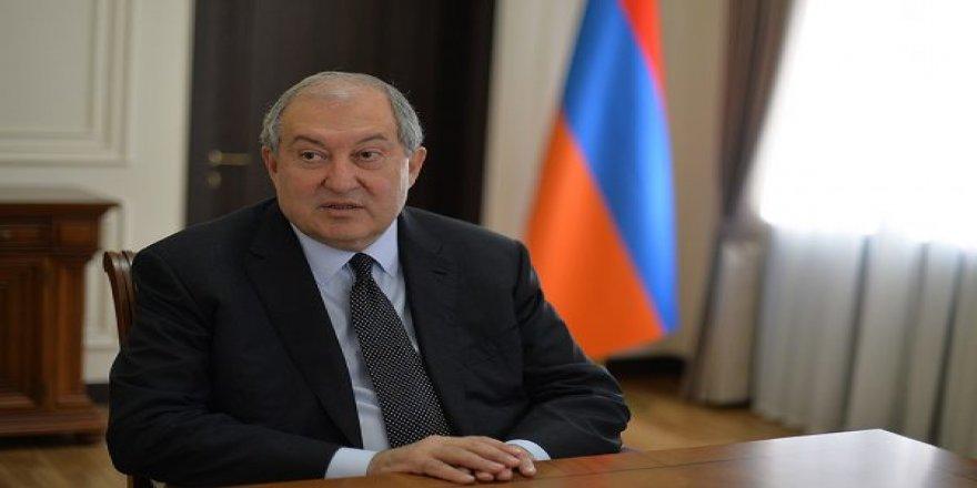 Sarkisyan, hükümetin istifa etmesini istedi