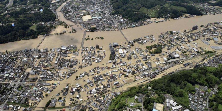 Şiddetli yağışlar Japonya'nın güneyini vurdu