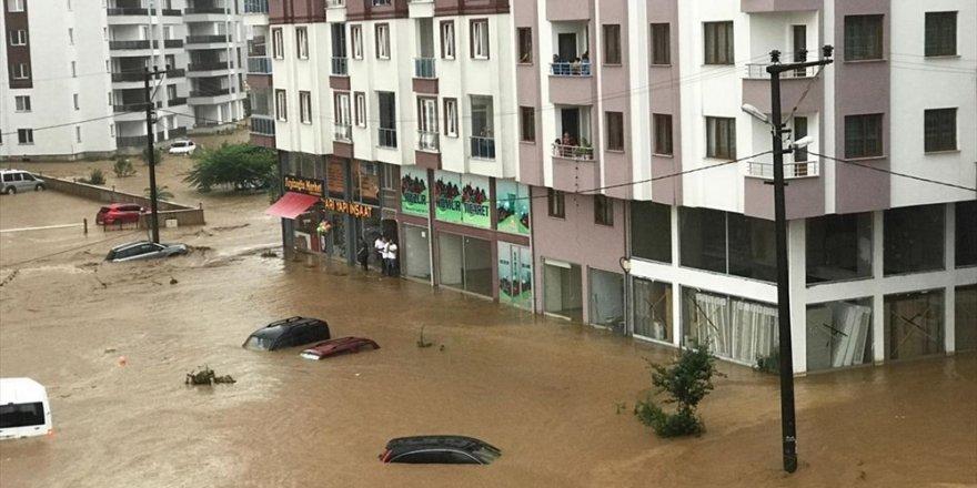 Şiddetli yağışlar Rize'yi vurdu