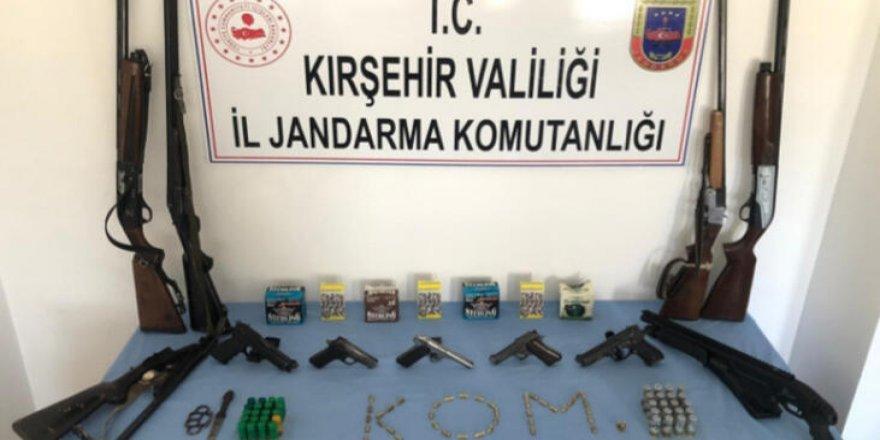 Silah ticareti yaptıkları ileri sürülen kişiler gözaltına alındı