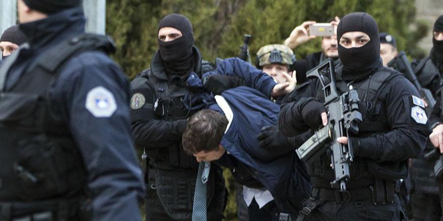 Sırp temsilci Kosova'da derdest edilerek gözaltına alındı