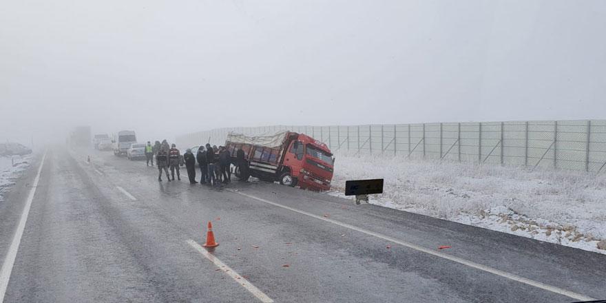 Sivas'da buzlanma ve don sebebiyle ulaşımda aksama yaşanıyor