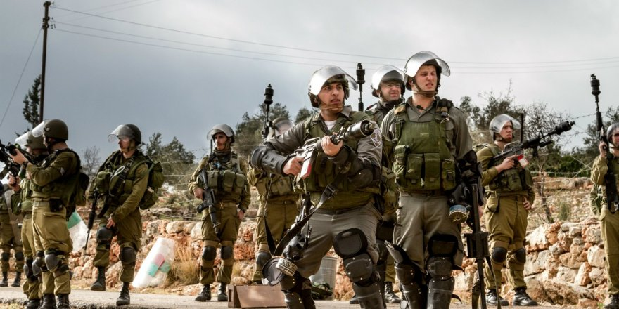 Siyonist askerler Filistinli bir genci kör etti