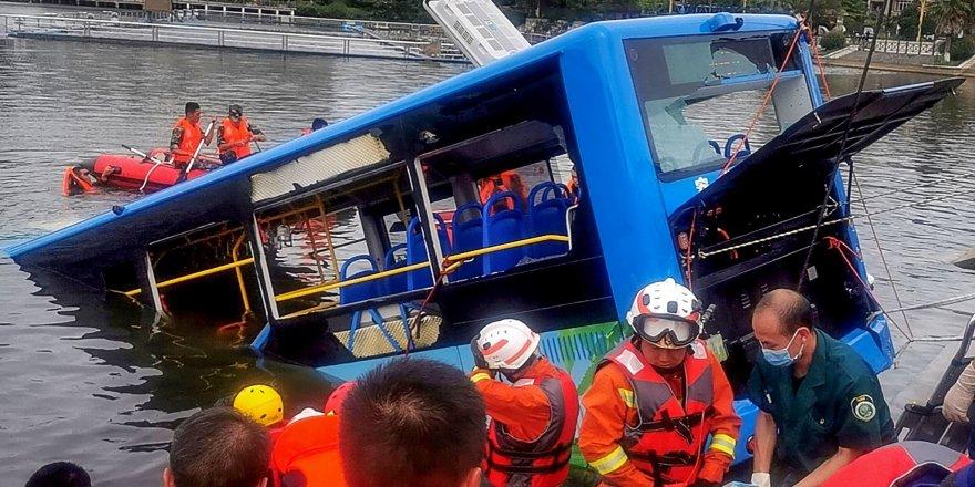 Şoför, bilinçli olarak otobüsü köprüden aşağı sürdü: 21 ölü