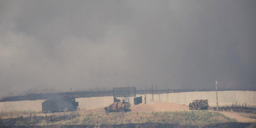 Suriye sınırında mayınlı bölgede yangın!