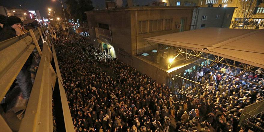 "Tahran sokakta: ""Kahrolsun diktatör"""