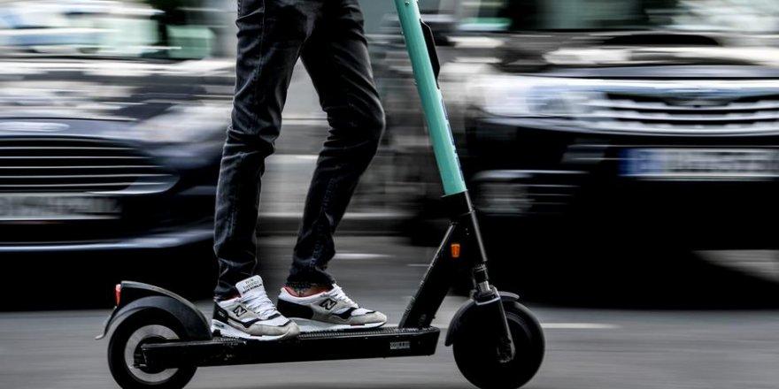 Tartışılan 'elektrikli scooter'lara yaş sınırı geliyor
