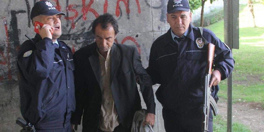 Taşlardan yastık yapan evsiz adam cezaevine gönderildi