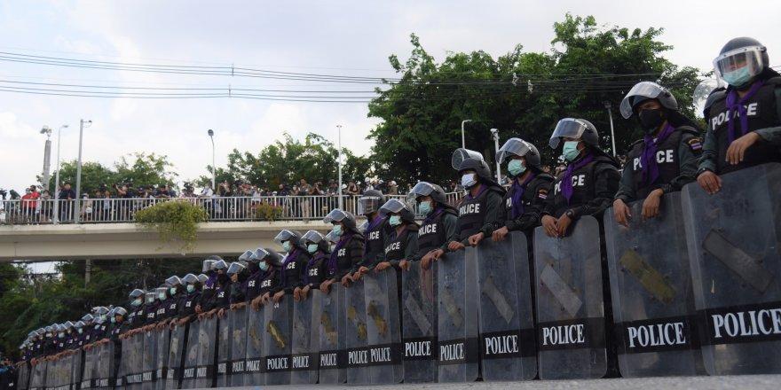 Tayland'da anayasal reform tasarıları mecliste onaylandı