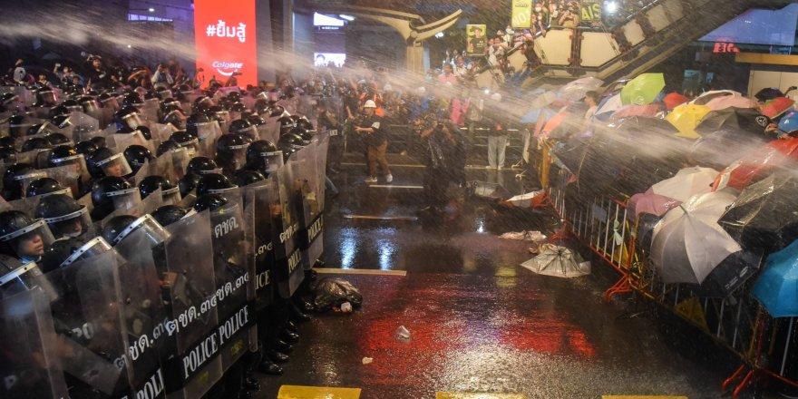 Tayland'da Bangkok sokaklarını protestocular ele geçirdi