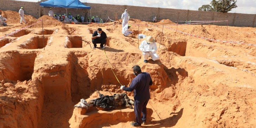 Toplu mezarlardan yeni cesetler çıkmaya devam ediyor