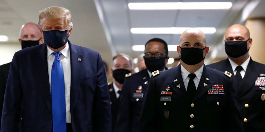 Trump, sonunda maske takmak zorunda kaldı