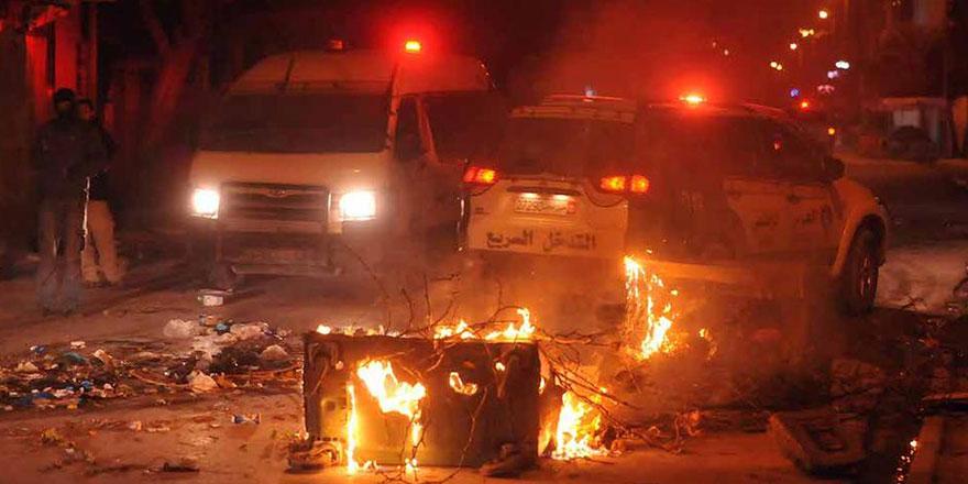 Tunus'ta halk 7 yıl sonra yeniden sokaklarda!