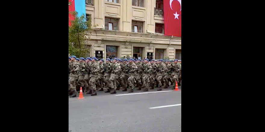 Türk askerleri Bakü sokaklarında