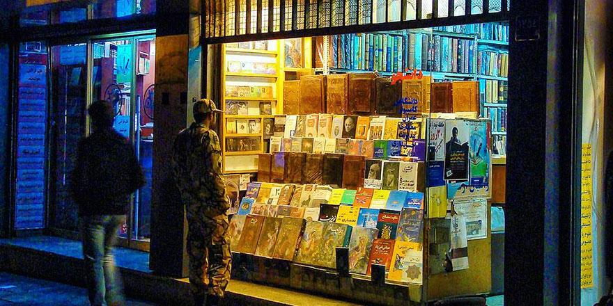 Türkçe kitap basan yayınevi kapatıldı sahibi ise hapse atıldı