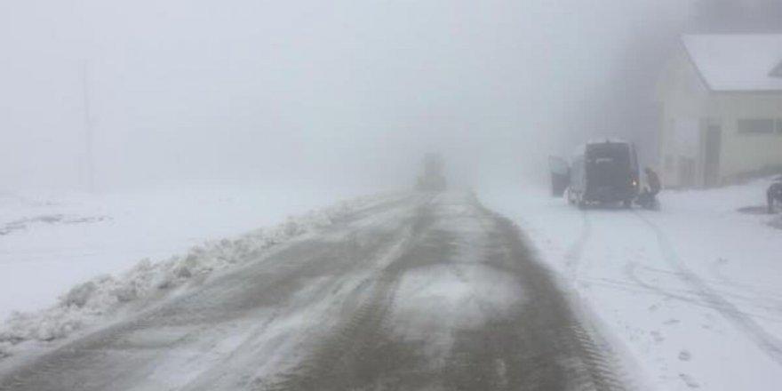 Uludağ'da kar yağışı etkili olmaya başladı