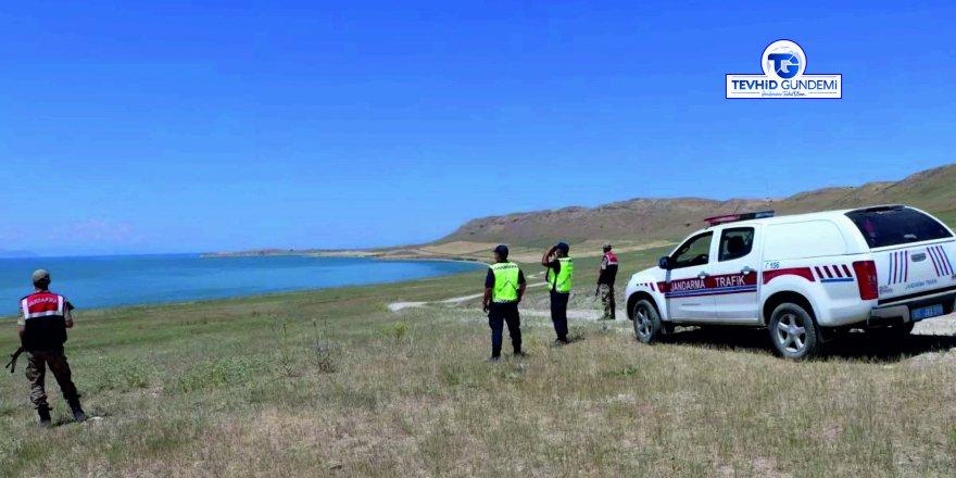 Van Gölü'nde mülteci teknesi sulara gömüldü