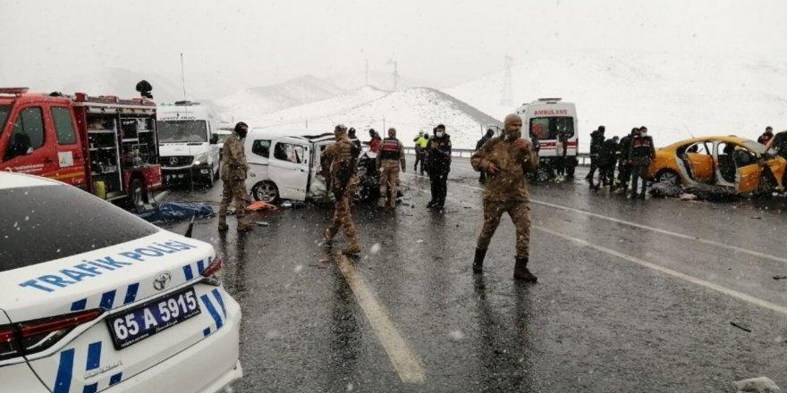 Van-Hakkari karayolunda kaza: 3 ölü, 7 yaralı