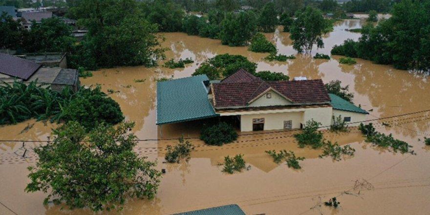 Vietnam'da5 milyon kişinin etkilendiği selde 105 kişi hayatını kaybetti
