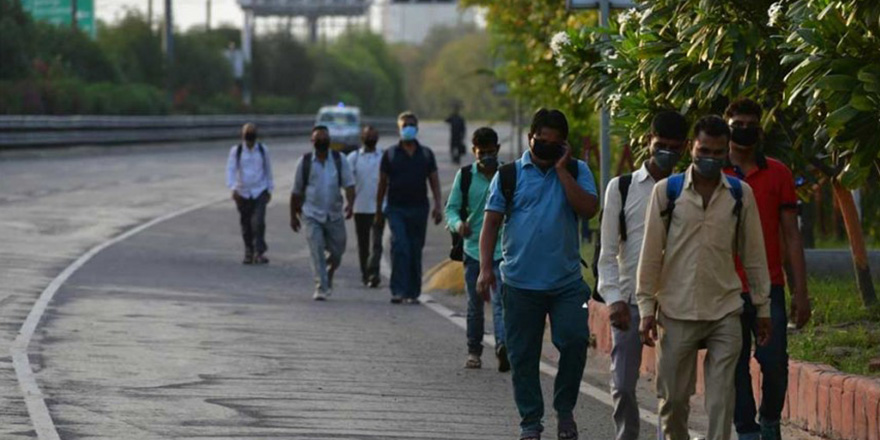 Yaklaşık 2 bin km yürüyerek evlerine ulaştılar