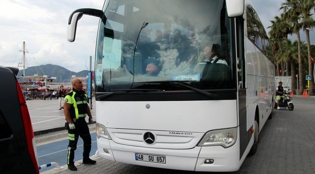 Yolcu otobüs şoförü, seyir halindeyken rahatsızlanınca koronavirüs paniği yaşandı