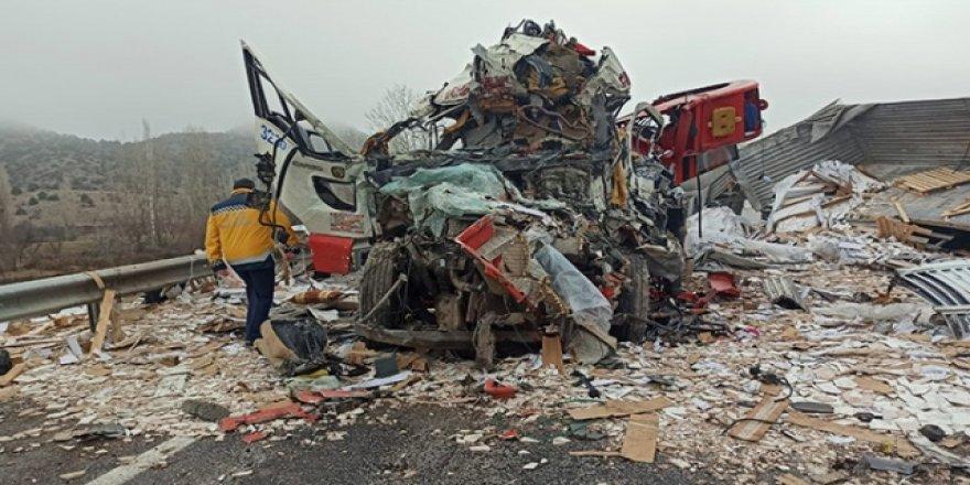 Yozgat'ta feci kaza:3 kişi öldü 2 kişi yaralandı!