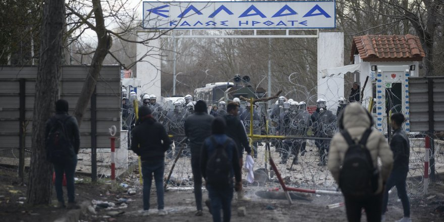 Yunanistan Türkiye sınırındaki birliklerini artırdı
