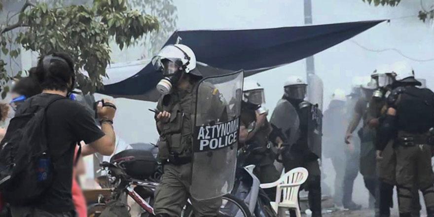 Yunanistan'da Türk Büyükelçiliği'ne yürümek isteyenler polisle çatıştı
