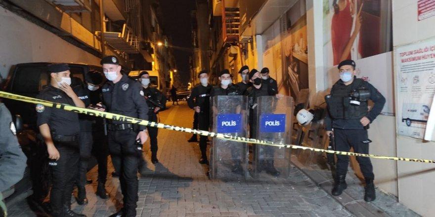 Zeytinburnu'nda polis kavgaya müdahale etti