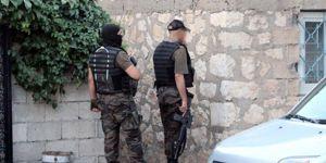 Gaziantep'te 300 polis bir çok yere operasyon yaptı