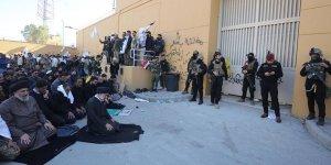 İran yanlısı Şii göstericiler Amerikan elçiliğini terketmiyor