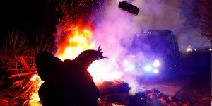Çin'den gelenleri kente sokmamak için polisle çatıştılar
